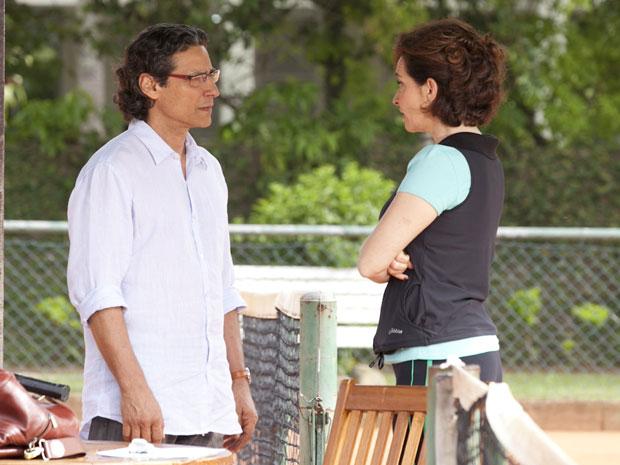 Renato reencontra Vitória e pede perdão (Foto: A Vida da Gente - Tv Globo)