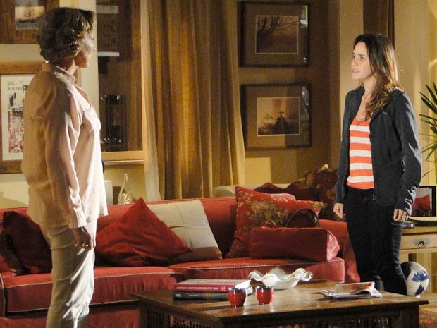 Ana descobre que Eva foi pedir dinheiro a Manu (Foto: A Vida da Gente/TV Globo)