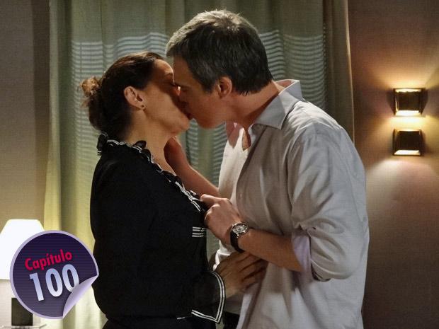 Griselda se deixa envolver pela paixão  (Foto: Fina Estampa/ TV Globo)
