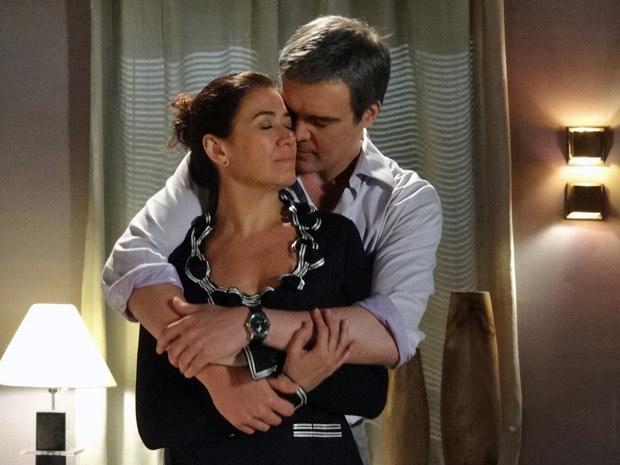 René e Griselda estão apaixonados  (Foto: Fina Estampa/ TV Globo)