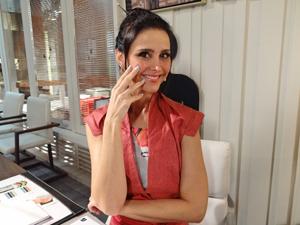 Alexandra diz que ama chocolate (Foto: Fina Estampa/TV Globo)