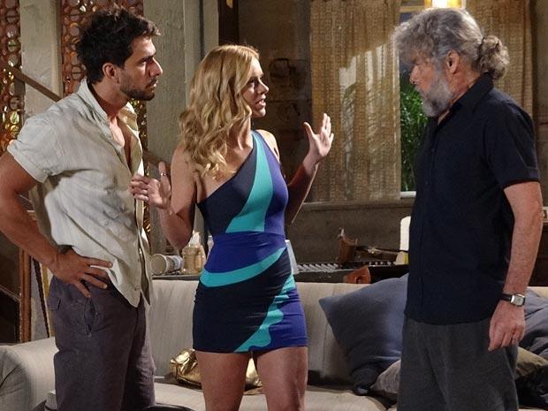 Teodora consegue enrolar Enzo e Pereirinha (Foto: Fina Estampa / TV Globo)