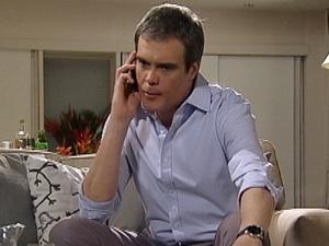 René retribui o comentário (Foto: Fina Estampa/ TV Globo)