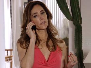 Tereza Cristina diz que passou a noite com amante (Foto: Fina Estampa/ TV Globo)