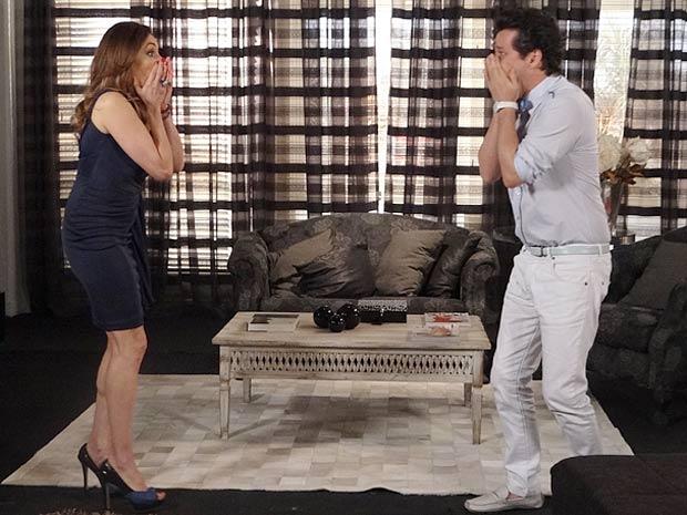 Crô fica apavorado com a revelação de Tereza Cristina (Foto: Fina Estampa / TV Globo)
