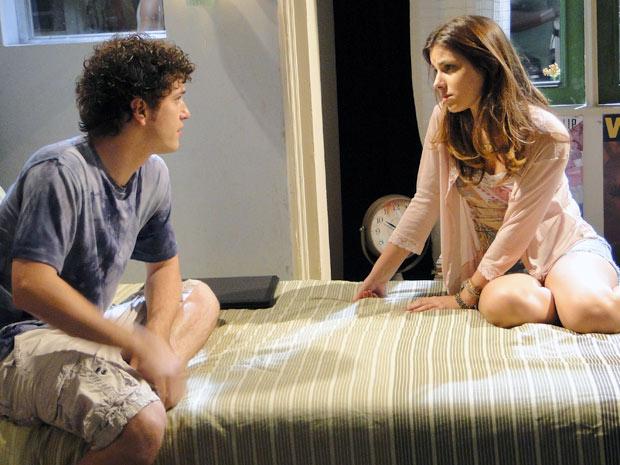 Gabriel declara que Cristal está sendo preconceituosa em relação a Alexia (Foto: Malhação / TV Globo)
