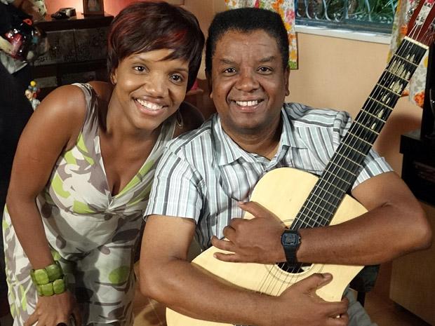 Jorge Maya e Mary Sheila no intervalo das gravações (Foto: Aquele Beijo/TV Globo)