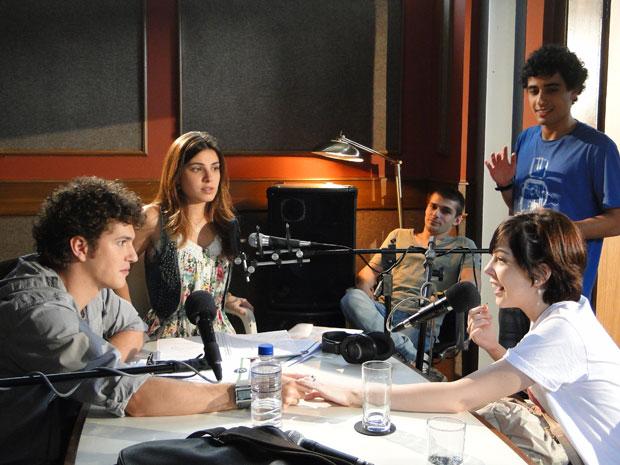 Gabriel chama Alexia para fazer parte da equipe (Foto: Malhação/TV Globo)