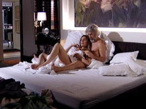 Os amantes têm mais uma noite de amor (Foto: Fina Estampa / TV Globo)