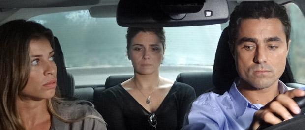 Lucena briga com Claudia durante a viagem  (Foto: Aquele Beijo/TV Globo)