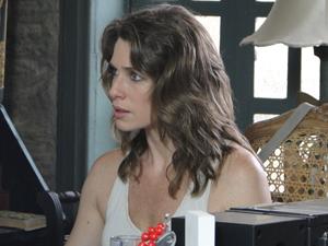 Laura ameaça contar aos pais de Alexia (Foto: Malhação / TV Globo)