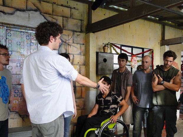 Gabriel e Moisés discutem (Foto: Malhação/TV Globo)
