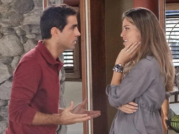 Lucena avisa que não vai perdoar Vicente (Foto: Aquele Beijo/TV Globo)