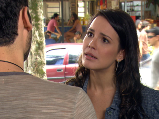 Zuleika está preocupada com Wallace (Foto: Fina Estampa/TV Globo)