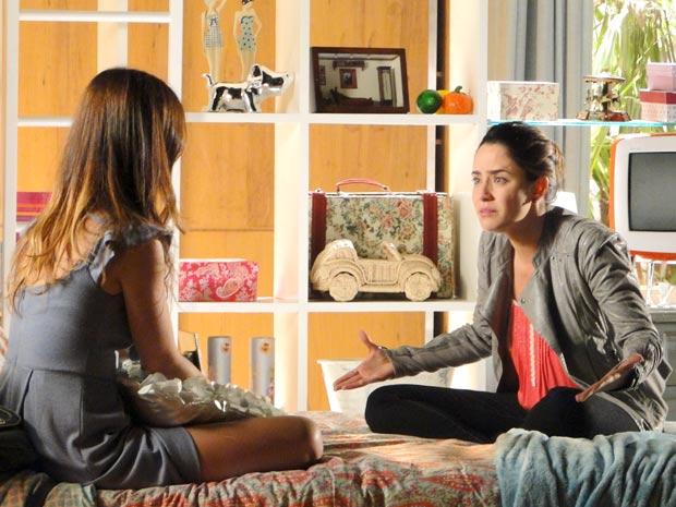 Ana diz a Alice que vai embora do País (Foto: A Vida da Gente / TV Globo)
