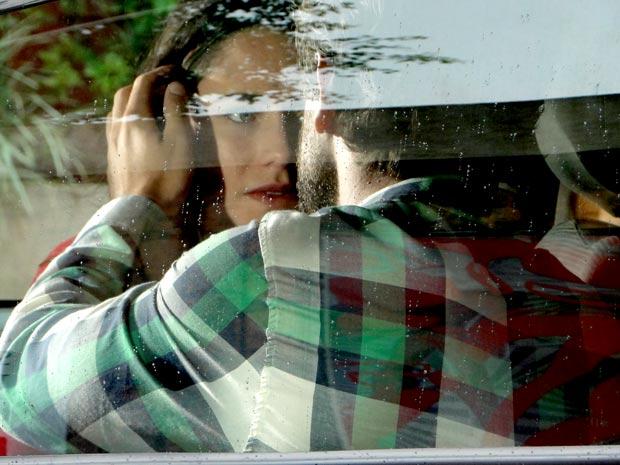 Ana não sabe mais o que fazer (Foto: A Vida da Gente / TV Globo)