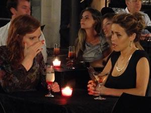 Chocada, Nanda não consegue acreditar na notícia (Foto: A Vida da Gente/TV Globo)