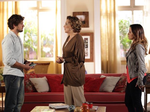 Por incrível que pareça, Rodrigo é muito bem recebido por Eva (Foto: A Vida da Gente)