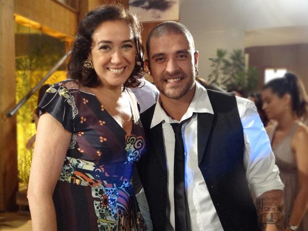 Diogo Nogueira e Lilia Cabral posam no intervalo da gravação (Foto: Fina Estampa/TV Globo)