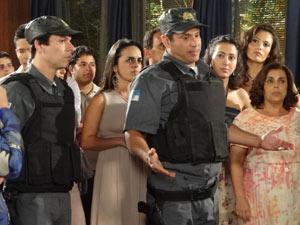 Eles explicam que receberam reclamação do barulho (Foto: Fina Estampa/TV Globo)