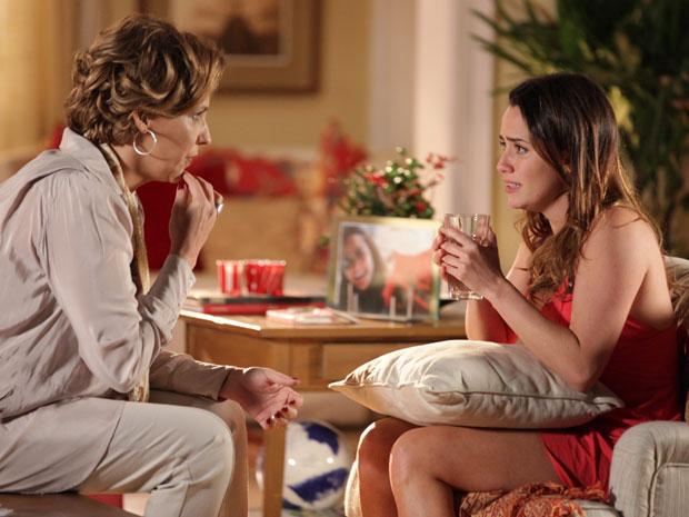 Ana pergunta se Eva armou o flagra de Manu (Foto: A Vida da Gente - Tv Globo)