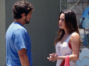 Rodrigo conta para Ana que Manu o deixou (Foto: A Vida da Gente - Tv Globo)