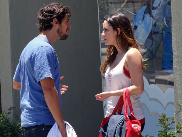 Ana diz para Rodrigo que nunca vai ser feliz causando dor a Manu (Foto: A Vida da Gente - Tv Globo)