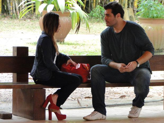 Ana desabafa com Lúcio e depois se sente culpada por ter o magoado (Foto: A Vida da Gente - Tv Globo)