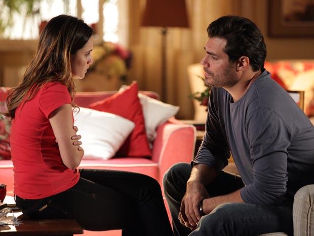 Ana desabafa com Lúcio sobre sua situação (Foto: A Vida da Gente/TV Globo)