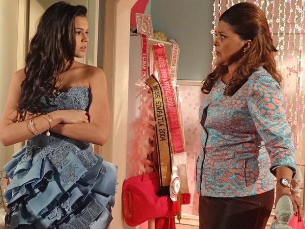 Belezinha não acredita que possa estar grávida (Foto: Aquele Beijo/TV Globo)