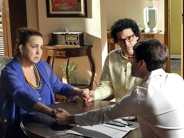 Iara e Joselito vão encontrar com o vidente Samarino (Foto: Aquele Beijo/Tv Globo)