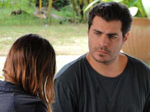Lúcio deixa claro que está interessado em Ana (Foto: A Vida da Gente - Tv Globo)