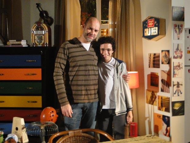 Atores falam sobre parceria nos bastidores da novela (Foto: A Vida da Gente/TV Globo)