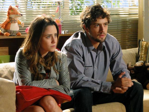 Ana pergunta como deve agir com Júlia (Foto: A Vida da Gente - Tv Globo)