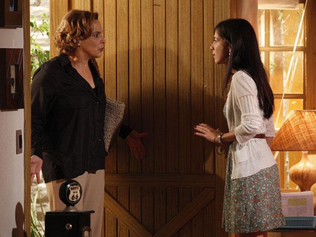 Eva chega a antiga casa de Manu para cobrá-la (Foto: A Vida da Gente - Tv Globo)
