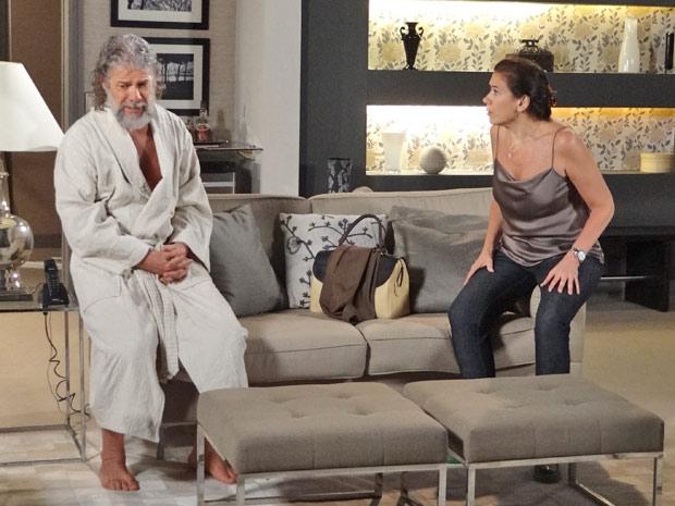 Ao saber do tesouro, Griselda dá uma lição de moral no ex-marido (Foto: Fina Estampa/TV Globo)