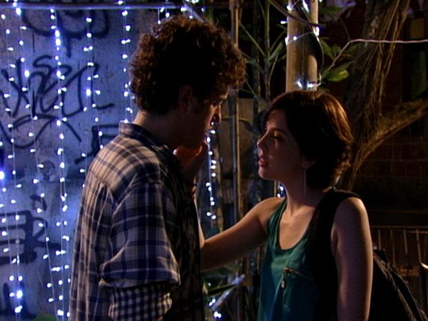 Gabriel e Alexia quase beijo malhação (Foto: Malhação / TV Globo)
