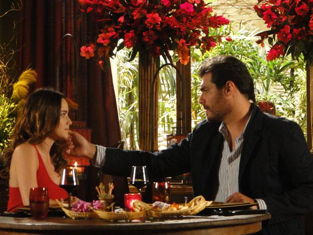 Ana surpreende Lúcio ao revelar que quer dar uma chance para ele (Foto: A Vida da Gente - Tv Globo)