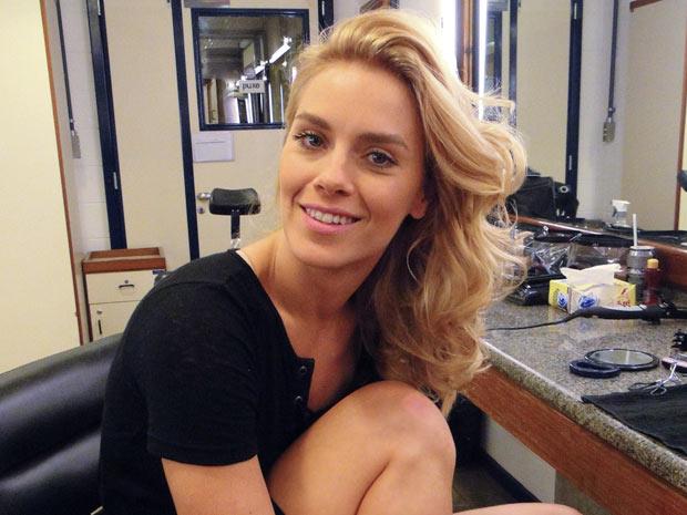 Maquiagem de Teodora é básica e sedutora (Foto: Fina Estampa / TV Globo)