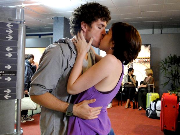 Alexia e Gabriel beijo Malhação (Foto: Malhação / TV Globo)