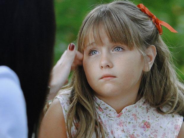 Júlia fica arrasada ao descobrir que Manu vai morar longe (Foto: A Vida da Gente - Tv Globo)