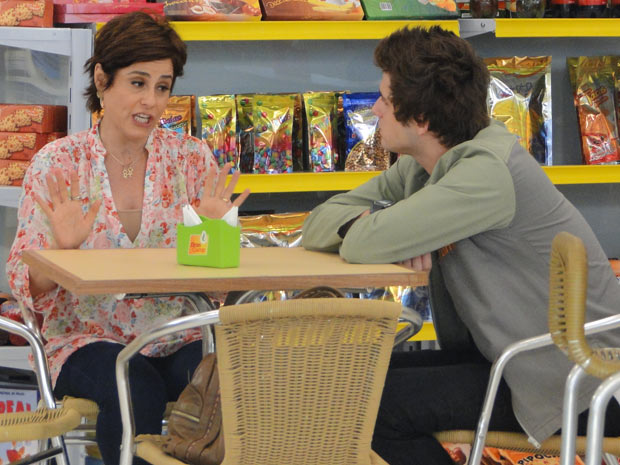 Sandra diz que se recusa a devolver o dinheiro de Laura (Foto: Malhação / TV Globo)