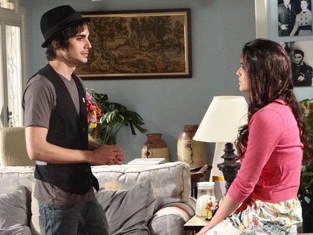 Belezinha acusa Agenor de nunca ter sido sincero com ela (Foto: Aquele Beijo/TV Globo)