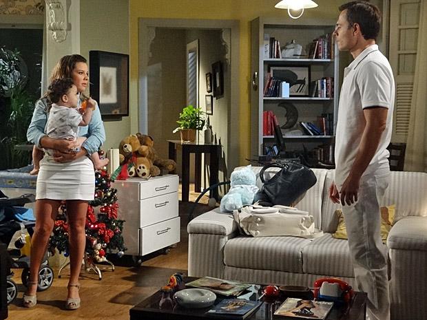 Camila e Ricardo discutem (Foto: Aquele Beijo/Tv Globo)