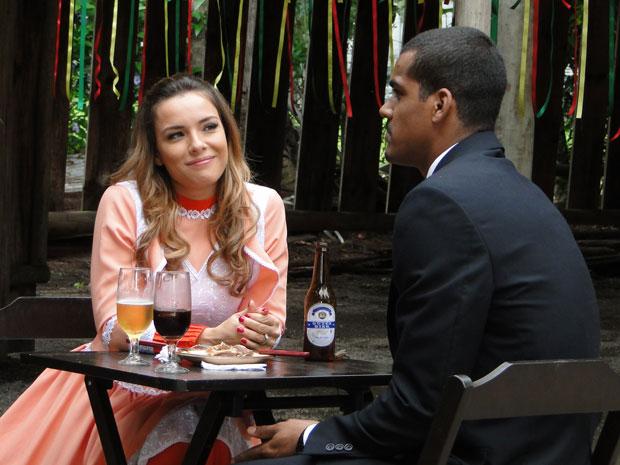 Cris revela seu passado humilde para Matias (Foto: A Vida da Gente - TV Globo)