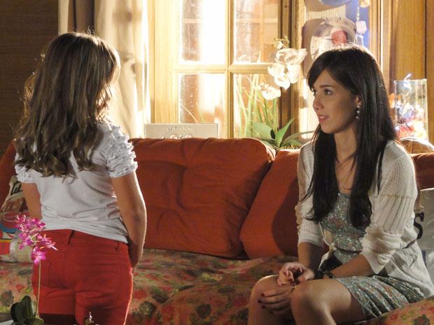 Manu explica para Júlia que agora a relação delas será diferente (Foto: A Vida da Gente - TV Globo)