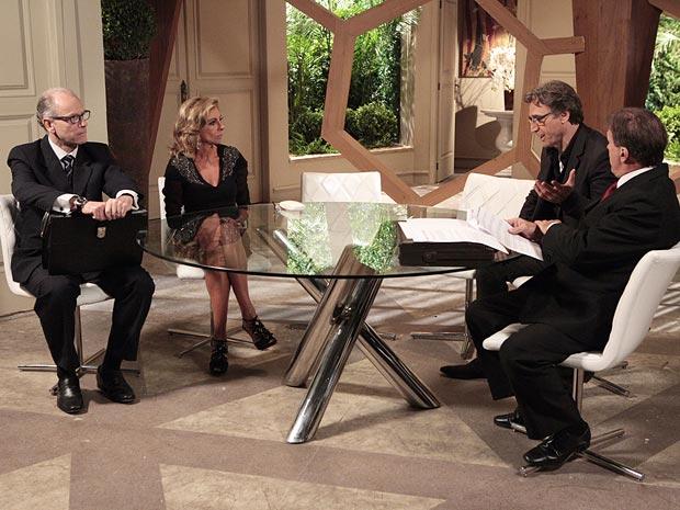 Maruschka consegue obrigar Alberto a passar o terreno para ela (Foto: Aquele Beijo/TV Globo)