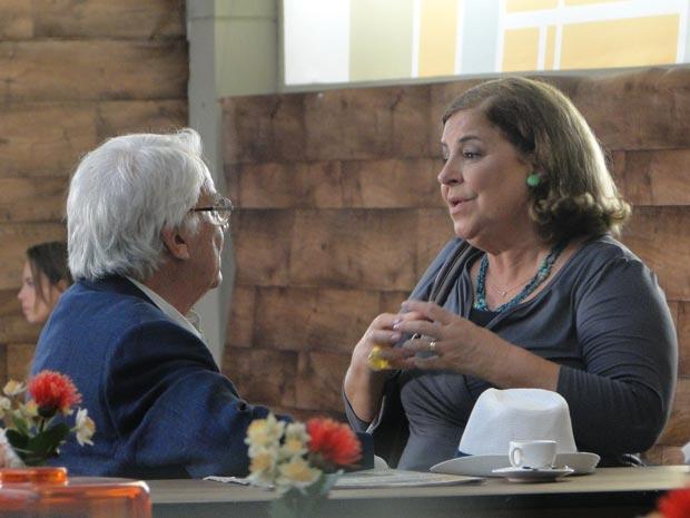 Finalmente, Moema se rende a Wilson (Foto: A Vida da Gente/TV Globo)