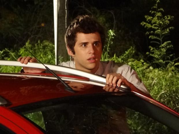 Ele fica surpreso e não quer acreditar no que está vendo guido (Foto: Malhação / TV Globo)