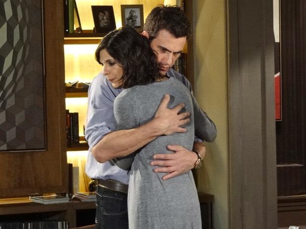 Juan dá força para Chiara (Foto: Fina Estampa/TV Globo)